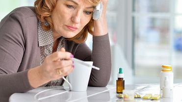 Większość zakażonych koronawirusem przechodzi COVID-19 łagodnie i może leczyć się w domu.