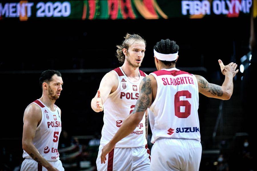 Aleksander Balcerowski (w środku) podczas meczu reprezentacji Polski