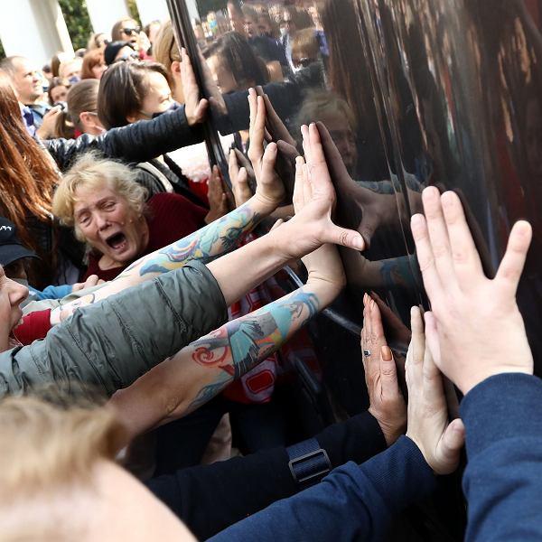 Zatrzymania Białorusinek coraz brutalniejsze. 'Moje serce wali ze strachu, patrzenie na to jest nie do zniesienia'