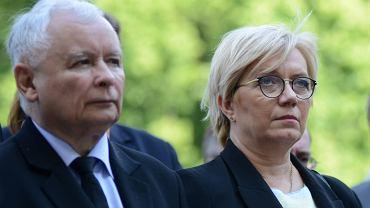 Julia Przyłębska - już bez żadnego skrępowania, wstydu, udawania - podejmuje decyzje zawsze jakoś zgodne z linią partyjną PiS. Oto przykłady z ostatnich dni