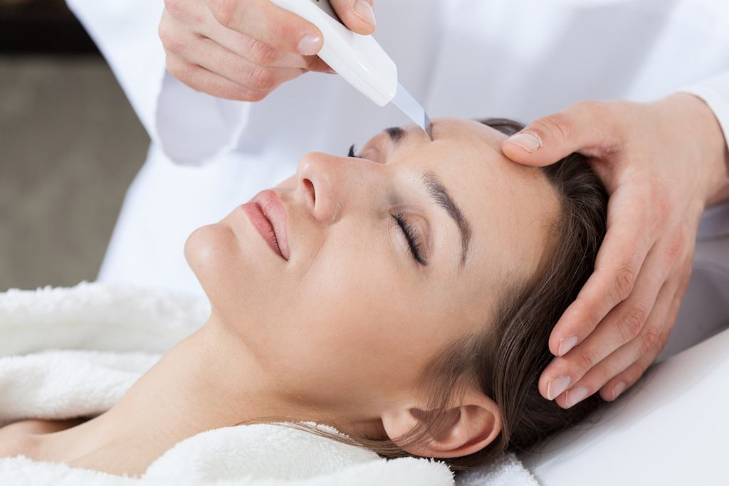 Peeling kawitacyjny jest zabiegiem oczyszczającym