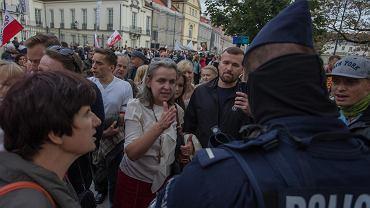 Manifestacja antycovidowców w Warszawie