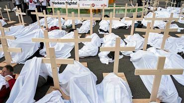 Aktywiści protestują przed siedzibą FIFA przeciwko sytuacji robotników w Katarze