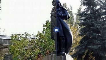 Pomnik Lenina przerobiony na Dartha Vadera