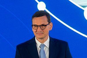 """Premier Morawiecki obiecuje: """"Płace będą rosły szybciej niż ceny"""". Ekonomiści komentują"""