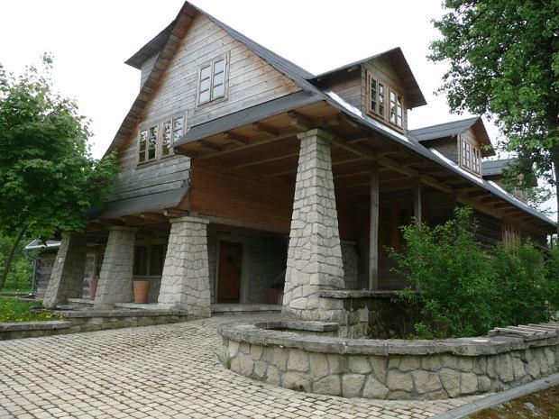 Posiadłość Kory położona jest na Roztoczu, na wzgórzu w otoczeniu lasów