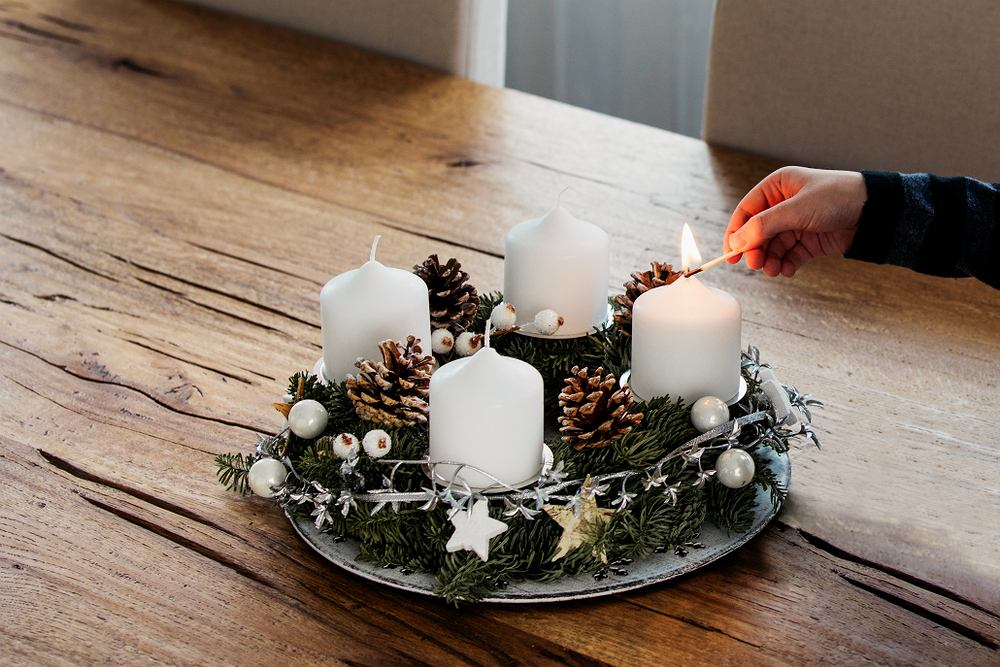 Adwent to czas oczekiwania na Boże Narodzenie. Zdjęcie ilustracyjne