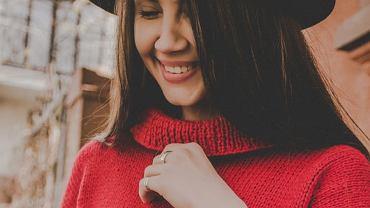 Ten sweter z Zary jest hitem Instagrama. Kosztuje niecałe 70 zł. Będzie idealny na święta