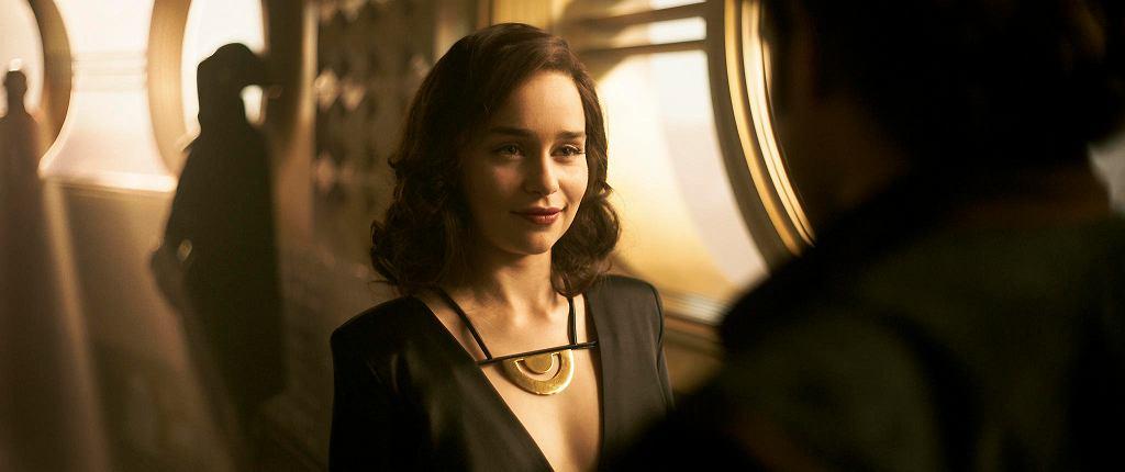 Emilia Clarke jako Qi'ra w filmie 'Han Solo: Gwiezdne wojny - historie'