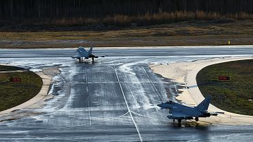 Dwa brytyjskie myśliwce Typhoon po przybyciu na testy do Finlandii