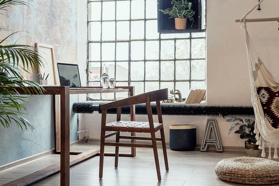 Nowoczesna forma giętego krzesła z drewna
