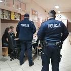 Policjanci weszli do szkół. Nigdy wcześniej podczas egzaminów tego nie robili