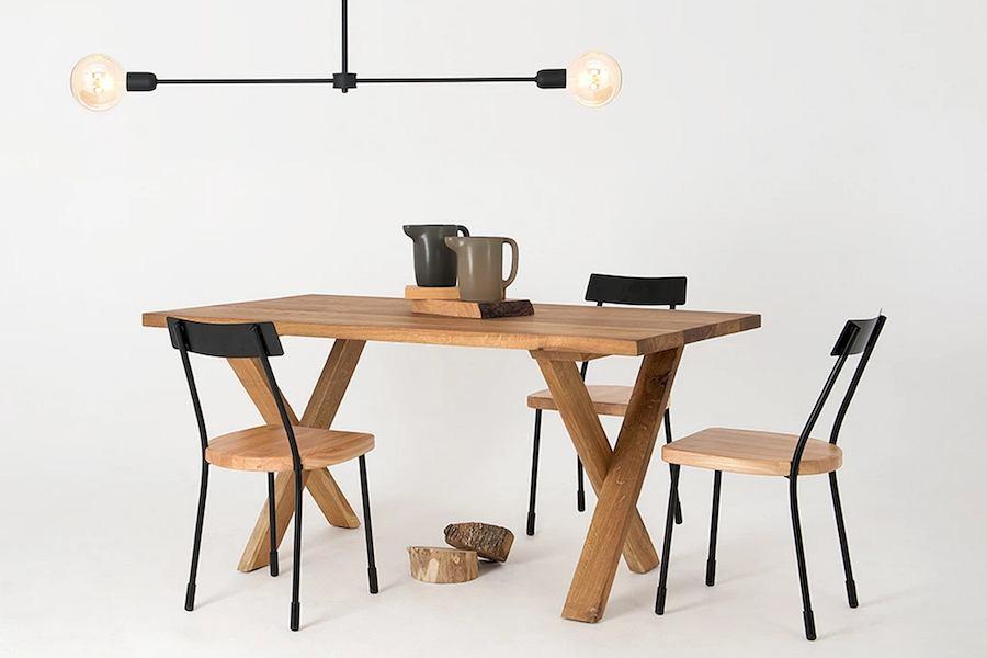 Designerskie krzesło z metalu i drewna - Lena Customform. To wyjątkowy mebel, który świetnie łączy nowoczesność z klasyką.