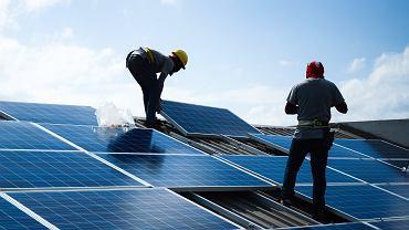 Instalacja ogniwa solarnego na dachu