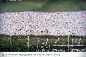 Tłum Polaków nad Bałtykiem: genialne zdjęcie z drona