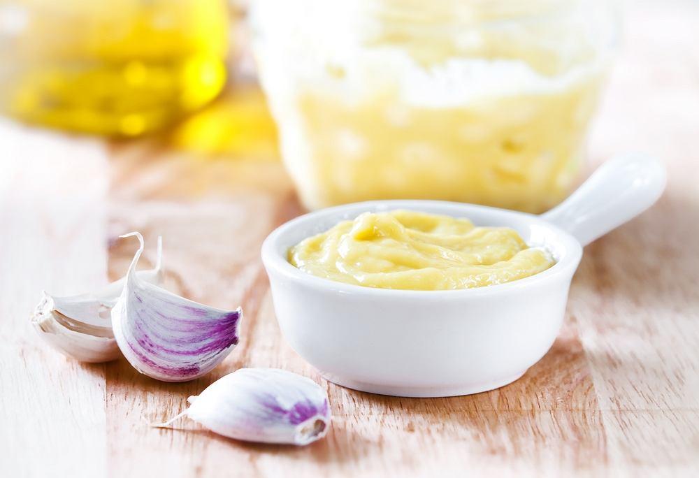 Aioli (lub ailloli) - sos z czosnku i oliwy