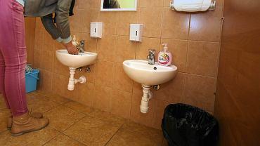 Łazienka dla sześciolatków w szkole w Białymstoku.