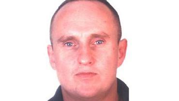 Tomasz Sienkiewicz poszukiwany przez policję w sprawie zabójstwa kobiety w Rumi.