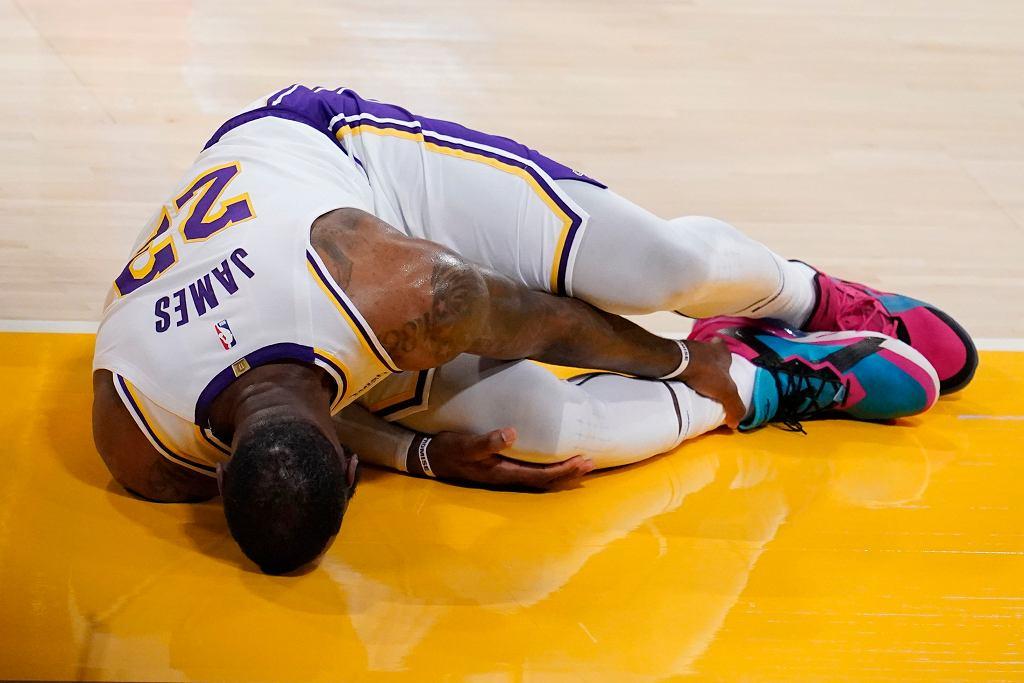 APTOPIX Hawks Lakers Basketball