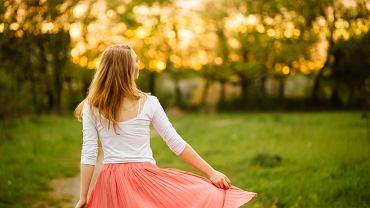 Spódnica na wiosnę najczęściej występuje w jasnych kolorach. Zdjęcie ilustracyjne, Iryna Inshyna/shutterstock.com