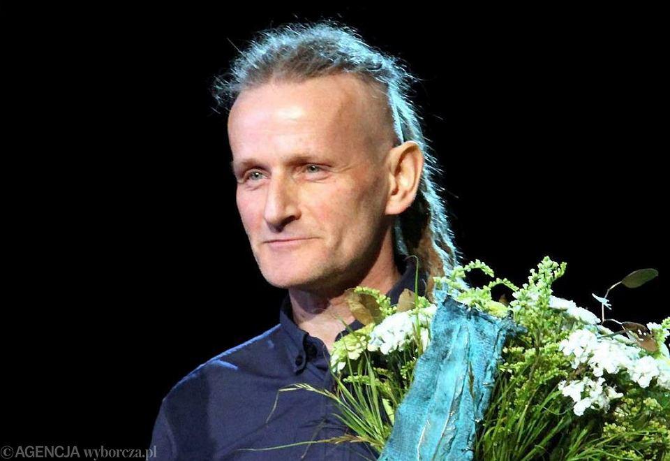 Jacek Podsiadło podczas gali rozdania Wrocławskiej Nagrody Poetyckiej Silesius w Teatrze Capitol we Wrocławiu, 23.05.2015