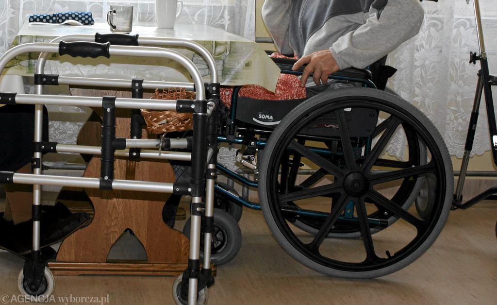 Opieka nad starszymi (zdjęcie ilustracyjne)