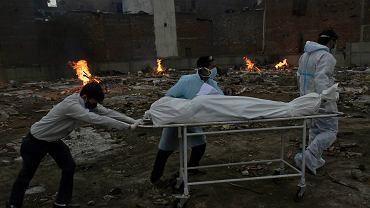 W New Delhi wciąż powstają prowizoryczne krematoria