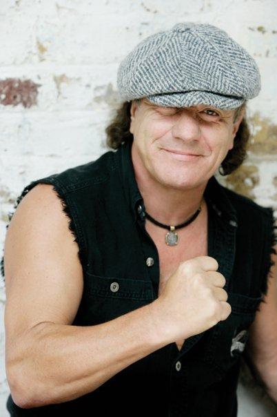 68-letni wokalista AC/DC traci słuch.