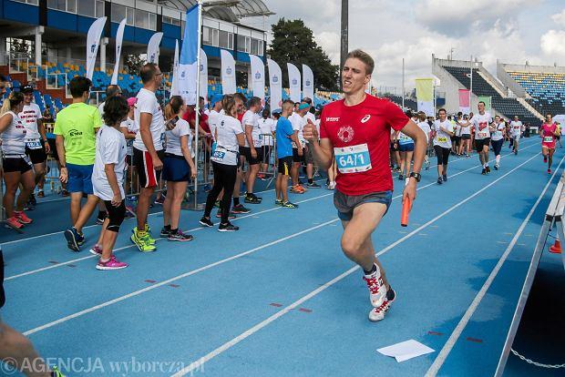 Zdjęcie numer 26 w galerii - PKO Bieg Charytatywny. Na Zawiszy pomagali biegając [ZDJĘCIA]
