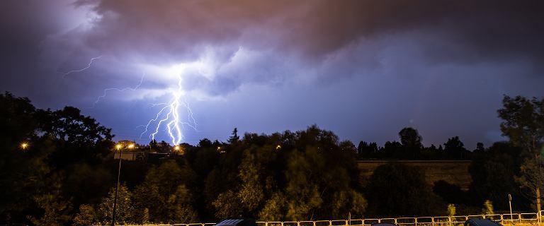 Pogoda. IMGW ostrzega przed burzami i gradem. Na południu kraju upał