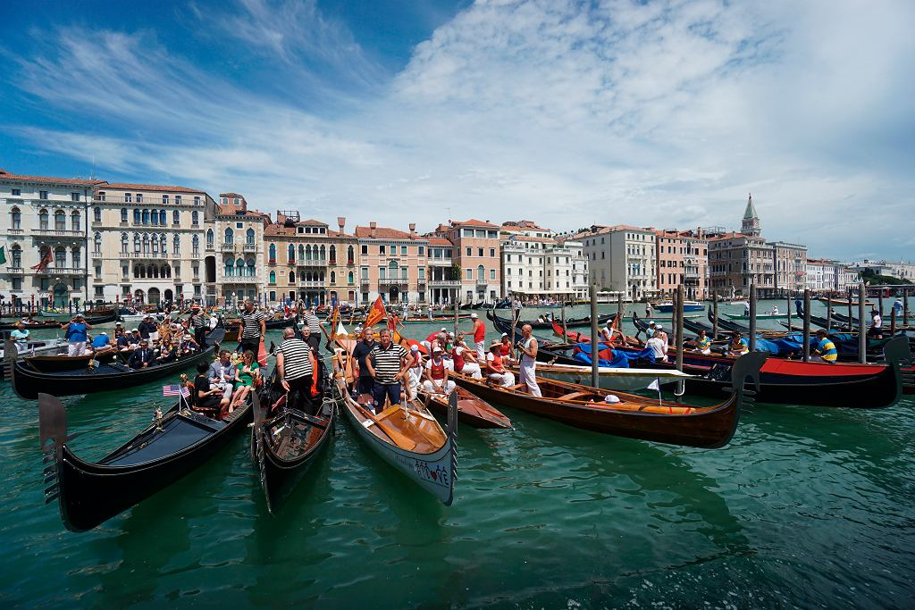 Koronawirus we Włoszech - regaty w Wenecji.