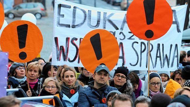 """Strajk nauczycieli może wybuchnąć przed wyborami. """"Nastroje się radykalizują"""""""
