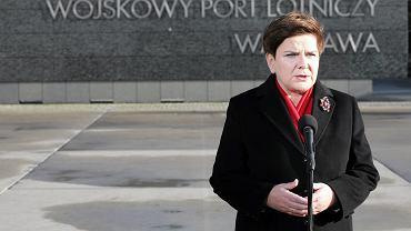 Beata Szydło na lotnisku wojskowym na Okęciu