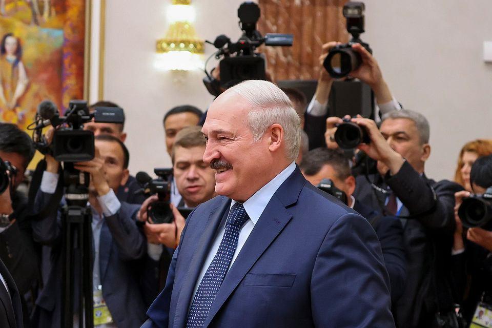Łukaszenka gra Protasiewiczem przeciw oligarsze z Rosji