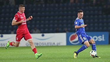 Ruch Chorzów - Widzew Łódź 1:3. Z prawej Daniel Świderski