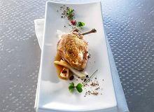 Przepiórka z żurawinami i sosem jałowcowym - ugotuj