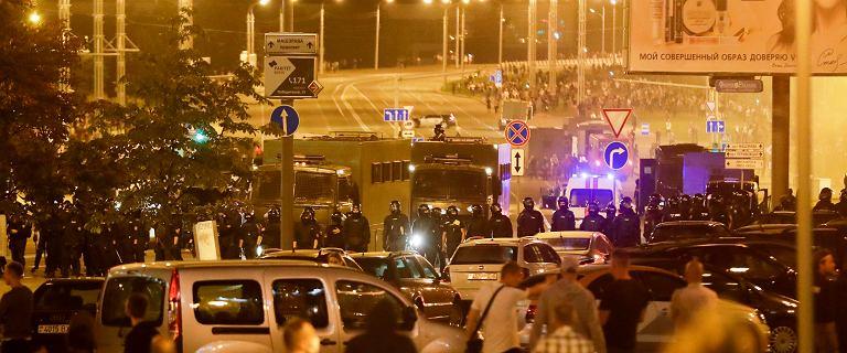 Protesty na Białorusi po wyborach. Ciężarówka milicji wjechała w tłum