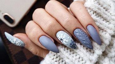 Świąteczne wzory na paznokcie w szarym kolorze