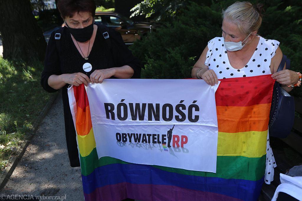 Obywatele RP wywiesili flagę na budynku wrocławskiego sądu