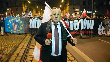 Piotr Rybak maszeruje 'przeciw brukselskiej okupacji'. Wrocław, 11 listopada 2016