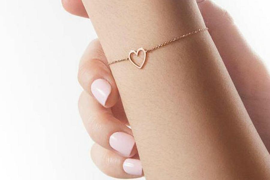 złota bransoletka dla dziewczynki z zawieszką serduszkiem