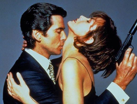 Pierce Brosnan i Izabella Scorupco,