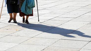 Polacy nie chcą przechodzić na głodowe emerytury? Więcej osób mających prawo do świadczenia pracuje