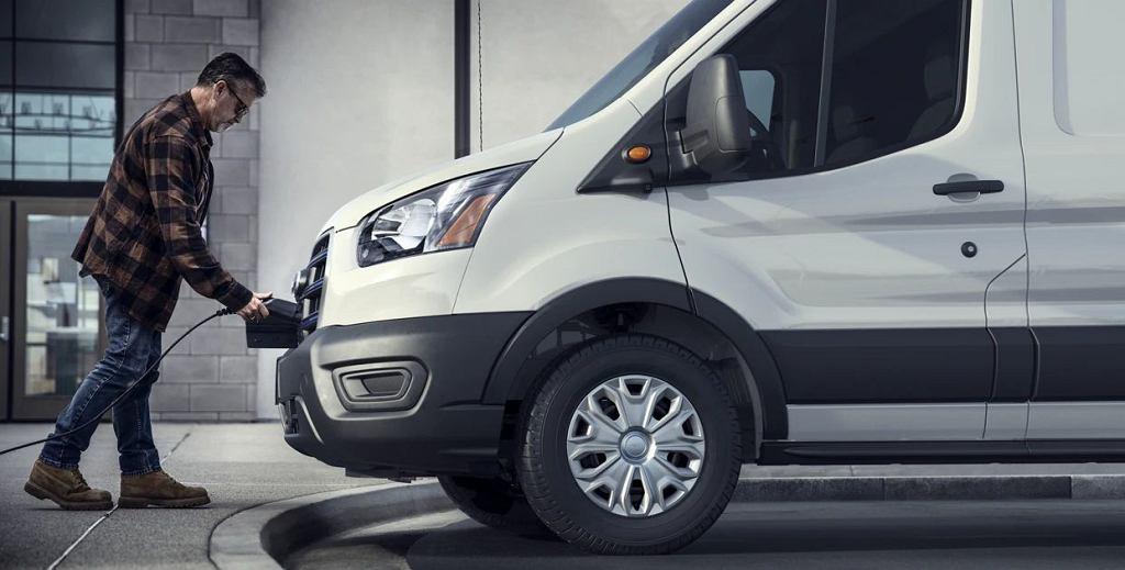 Ford Transit, ładowanie