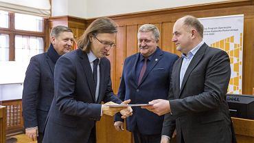 Wręczenie 10 umów o dofinansowanie projektów w ramach Regionalnego Programu Operacyjnego Województwa Kujawsko-Pomorskiego
