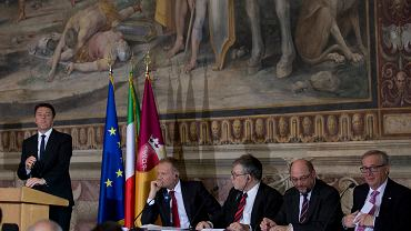 Premier Włoch Matteo Renzi, Donald Tusk, prof. Joseph Halevi Horowitz Weiler, Martin Schulz i Jean-Claude Juncker podczas rzymskiej debaty dotyczącej stanu Unii Europejskiej