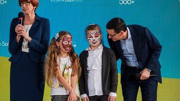 2 lata programu 500 plus, premier Morawiecki i minister Rafalska w szkole w Skoloszowie, marzec 2018