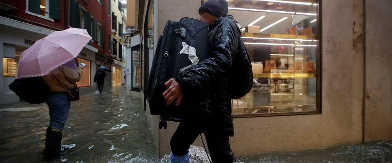 """Wenecji grozi dziś kolejne zalanie, nawet 160 cm. """"Będzie ciężko"""""""