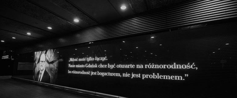 Paweł Adamowicz upamiętniony na stacji metra Świętokrzyska. ''Miłość może tylko łączyć''