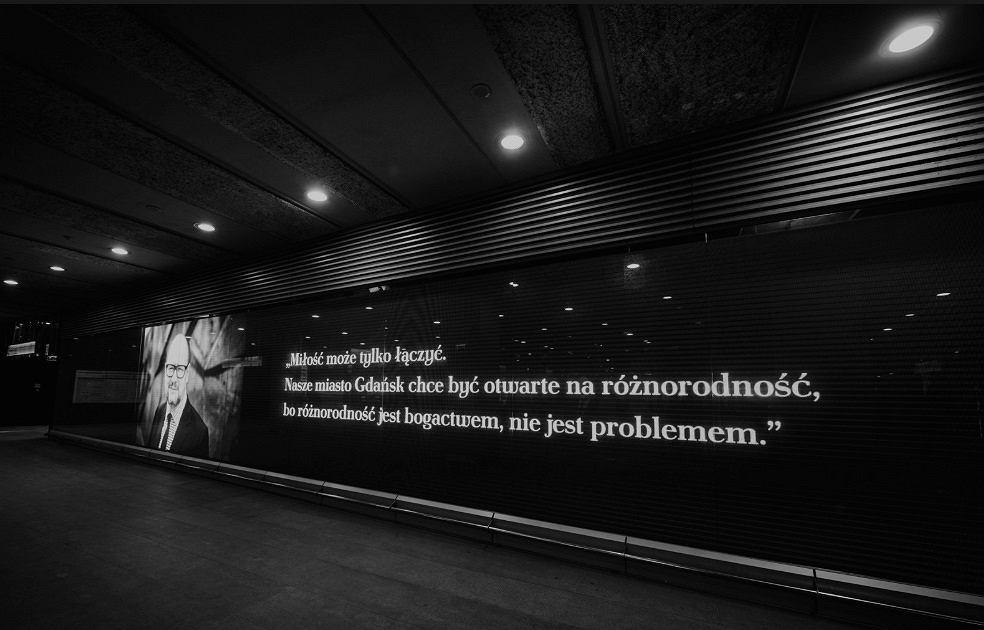 Paweł Adamowicz upamiętniony na stacji metra Świętokrzyska